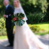 bouquet sposa a fascio: anthurium e monstera