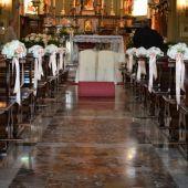 allestimento floreale Chiesa di Montevecchia - Rose cipria e ortensie bianche