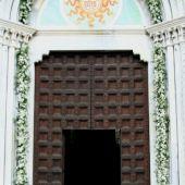 Allestimento floreale elegante - Rose e lisianthus - Chiesa di Verderio