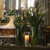 Allestimento floreale per matrimonio - Calle e beargrass - Chiesa di Pontelambro
