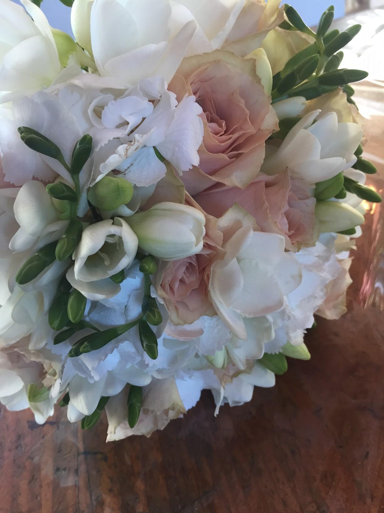 Bouquets di rose tagliabue il verde for Ortensie bianche