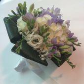 Bouquet di Rose ramificate, lisianthus e fresie lilla