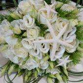bouquet sposa di rose bianche e lisianthus