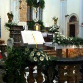 allestimento floreale per matrimonio - Chiesa Anzano del Parco - mini gerbere bianche