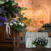 allestimento floreale country matrimonio - fiori di campo - Chiesa di Lasnigo