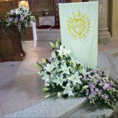 Allestimento floreale per matrimonio - Lilium orientali bianchi e dendrobium rosa - Chiesa di Stresa