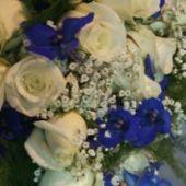 bouquet sposa di rose e delphinium