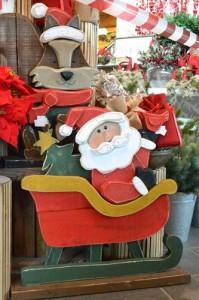 Babbo Natale di legno su slitta € 82,00.